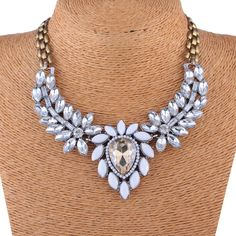 Stylish Acrylic White Water Drop Design Resin Crystal Women Chokers Jewelry Necklace