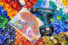 """Paul SIGNAC """"LE PIN BERTAUD"""" realise par les ecoliers de Moscou en septembre 2014  Recyclage bouchon, Art tableau Recyclage, Bouchons Plastique, Eco Art, Recyclage artistique, Bouchon Plastique"""