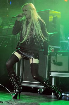 Taylor Momsen and The Pretty Reckless performing live at The Culture Room in Ft Lauderdale - Pictures) Charmed Season 1, Taylor Momson, Hot Goth Girls, Garters And Stockings, Gossip Girl Fashion, Chuck Bass, Girl Celebrities, Pretty Reckless, Cool Girl