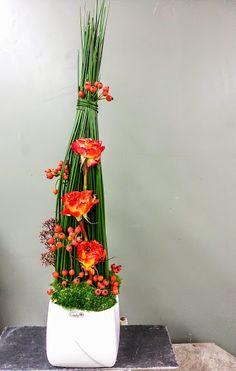 Ich bin wichtig – nur dann, wenn ich für andere wichtig bin.  #Valentino   #Gesteck   #Dekoration   #Rosen   #Empfang   #Floristik   #Floralart    EBK-Blumenmönche Blumenhaus – Google+