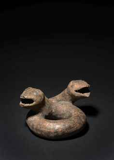 SERPENT À DEUX TÊTES  - Culture Michoacan, Mexique, Période Protoclassique  - 100 [...], Arts d'Orient & Art Précolombien provenant de la Collection G. Wenziner at Artcurial