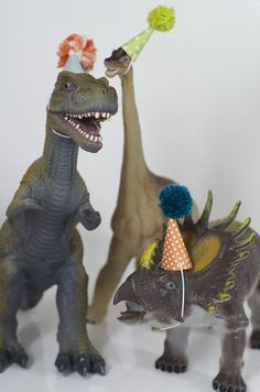 What a fun idea to make birthday hats for the dinosaurs to use as a decoration on the birthday table. How freakin' cute are these dinosaurs in hats?