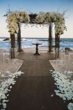 If is there something missing for you to have a wedding in a beach, you'll find it here. From general decor to that little detail, you'll want to have a little bit of all, to help you have the wedding of your dreams. For more ideas go to wedwithbliss.com