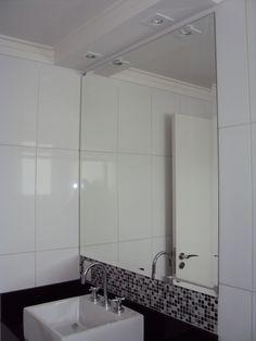 Espelho Banheiro -  acab. do gesso  no teto e iluminação .
