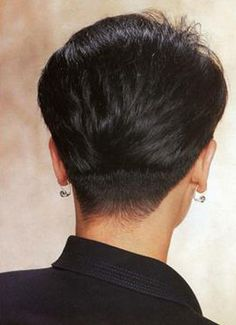 Women With Buzzed Napes | HAIRXSTATIC: Short Back & Cropped [Gallery 1 of 3]