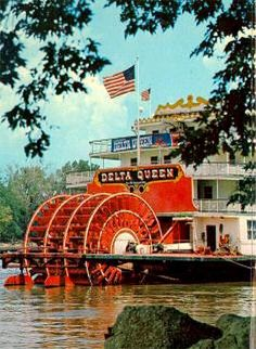 Delta Queen Riverboat in Mississippi. My dad actually lived on a riverboat on the Mississippi for a while when he was a kid. It wasn't the Delta Queen of course, but this is my representation of that great state visually. Mississippi Delta, Mississippi Queen, Vicksburg Mississippi, Steam Boats, Wisconsin, Michigan, Down South, Places To See, Missouri