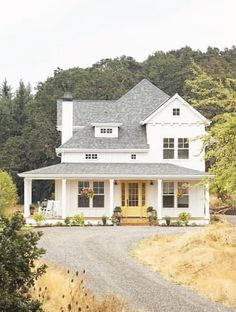 The Best Classic White Farmhouse Exterior Inspiration - A huge collection of Farmhouse inspiration that is classic yet completely on-trend showcasing white exteriors and some modern farmhouse touches. The Best Classic White Farmho White Farmhouse Exterior, Farmhouse Plans, Vintage Farmhouse, Farmhouse Design, Farmhouse Style, Dream House Exterior, House Exteriors, Rustic Home Interiors, Modern Architecture House