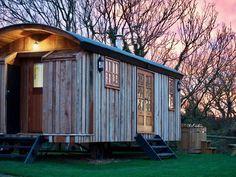 - Luxury en suite shepherds hut sleeps 4, hot tub, wood burner, underfloor heati