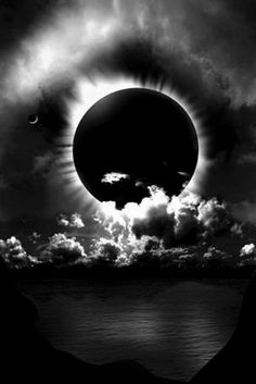 One of the coolest natural phenomena is a total eclipse. All Nature, Science And Nature, Amazing Nature, Cool Pictures, Cool Photos, Beautiful Pictures, Amazing Photos, Beautiful Moon, Beautiful World