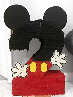 #piñata #2 #mickeyMouse @madewithlov_3 Mickey Mouse Birthday Theme, 2 Birthday, Mickey Mouse Clubhouse Birthday Party, Mickey Party, Mickey Mouse Pinata, Minnie Mouse Party Decorations, Fiesta Mickey Mouse, Miki Mouse, Baby