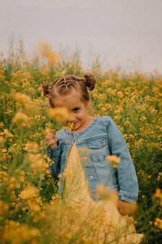 Flower Field Family Photoshoot, Flower Photoshoot, Mommy and Me Photoshoot Family Photography, Portrait Photography, Nature Photography, Grandparent Photo, Mommy And Me, Photo Poses, Photoshoot Ideas, Family Photos, Poppies