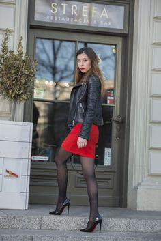 How To Wear Stockings, Sexy Stockings, Rock Outfits, Skirt Outfits, Winter Skirt Outfit, Nylons And Pantyhose, Great Legs, Girl Fashion, Womens Fashion