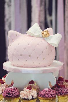 Hello Kitty cake. So adorable.
