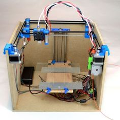 SmartrapCore is a low-cost, open-source printer inside a wooden box. Maybe something for Printer Chat Pi Projects, 3d Printer Projects, Arduino Projects, Electronics Projects, Diy Electronics, Impression 3d, Cheap 3d Printer, Diy 3d Printer, Diy Tech