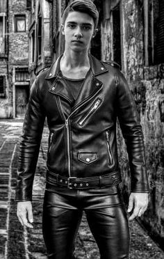 Mens Leather Pants, Tight Leather Pants, Leather Jackets, Leather Fashion, Mens Fashion, Leder Outfits, Men In Uniform, Skin Tight, Hot Guys