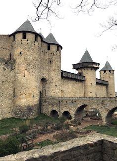Castle House, Castle Ruins, Medieval World, Medieval Castle, Beautiful Castles, Beautiful Buildings, Carcassonne France, Monuments, Belle France