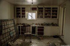 C'era un tesoro dentro quella casa che sembra il set di un film horror, in una periferia qualsiasi dell'Ontario, in Canada. Tra le mura scrostate e l'intonaco cadente, tra i vestiti ammuffiti, il legno marcio e il caos. Tra i pezzi di vite passate gettati all'aria come dopo un'esplosione. Dave &egra