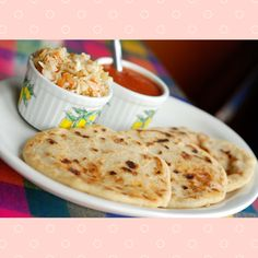 Pupusas recipe - El Salvador's national dish - Sustainable travel - - Make your own delicious pupusas with this simple Pupusas recipe. Pupusas - without a doubt our most frequently eaten dish in El Salvador! Horchata, Popusas Recipe, Pastelitos Recipe, Pupusas Recipe Pork, El Salvador Food, Salvadoran Food, Pan Relleno, National Dish, Mexican Food Recipes