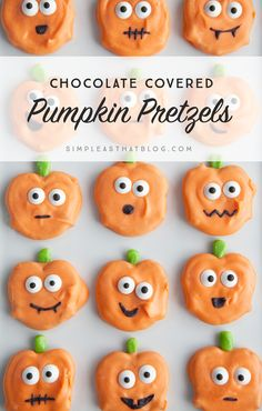 Making holidays memorable for our kids while keeping things simple can be a delicate balance at times. These Chocolate Covered Halloween Pumpkin Pretzels are just the right amount of spooky fun while still being easy to make! Halloween Desserts, Halloween Cupcakes, Spooky Halloween, Costume Halloween, Bonbon Halloween, Hallowen Food, Hallowen Ideas, Halloween Baking, Fete Halloween