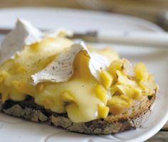 Tartines chaudes au camembert et à la pomme