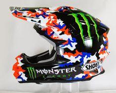 Motorcycle Safety Gear, Dirt Bike Gear, Bicycle Helmet, Cool Dirt Bikes, Custom Helmets, Racing Helmets, Motocross Bikes, Helmet Design, Dirt Track