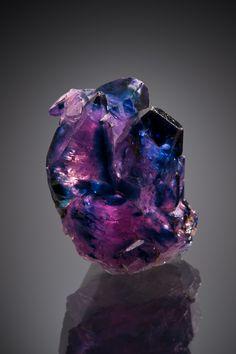 Corundum var.Sapphire - Soomjam, Kashmir, India size: 1.5 x 0.8 x 1.8 cm