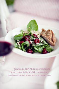Sałatka ze szpinakiem, malinami i serem pleśniowym | Kwestia Smaku