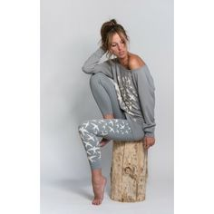 Stylish long-sleeve sports top with swallow-flock statement print in grey stone worn with swallow-flock leggings in grey stone Loose Fitting Tops, Swallow, Casual Wear, Lounge Wear, Looks Great, Long Sleeve Tops, Sportswear, Active Wear, Street Wear