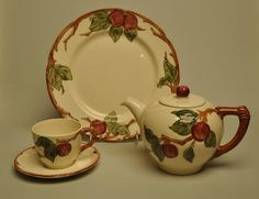 In 1940, the Gladding, McBean & Co. introduced their first hand-painted embossed earthenware dinnerware line Franciscan Apple
