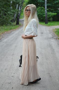 anetaaneta.blogspot.com: PLEATED MAXI SKIRT & LACE BLOUSE