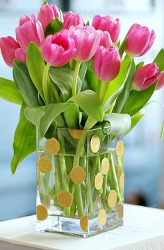 Spring has sprung! This DIY polka dot vase will look fabulous in your home.