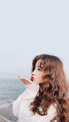 Yuqi u so qute 《♡》 Yůå Kpop Girl Groups, Korean Girl Groups, Kpop Girls, Pretty Girls, Cute Girls, Roller, Soyeon, Poses, Extended Play