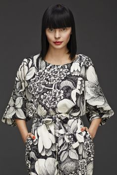 Stunning Women's Floral Print Dresses Outfit Ideas Spring Summer that will every Gals will love. The Japanese clothing is as easy because it's complex and tasteful Fashion Fabric, Fashion Prints, Fashion Design, Fashion Textiles, Women's Fashion, Fashion Styles, Dress Fashion, Mono Floral, Floral Prints