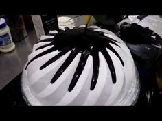 A tutorial to make beautiful cake with lots of cream. - YouTube