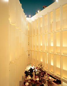La Condesa es un espacio de paradojas y tendencias que emplaza el Hotel del mismo nombre que se alza en la paradoja del estatus y lo casual en la arquitectura.