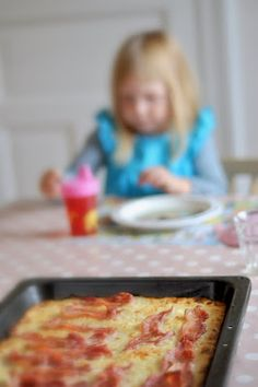 Husmorsskolan: Grädda raggmunk i långpanna! Hawaiian Pizza, Lunch, Dishes, Cooking, Food, Kids, Cucina, Children, Plate
