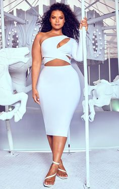 The Plus White Cut Out One Shoulder Midi Dress. Head online and shop this season's range of plus size at PrettyLittleThing. Express delivery available. All White Party Outfits, All White Outfit, Plus Size White Outfit, Sexy Outfits, Curvy Outfits, Fashion Outfits, Dress And Heels, The Dress, Plus Size Skirts