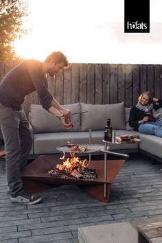 TRIPLE by Höfats - grilling? With a fire bowl? No problem .- TRIPLE by Höfats – grilling? With a fire bowl? No problem – thanks to accessories such as B. TRIPLE grill grate, TRIPLE bar or TRIPLE table you can do more with your fire bowl. Barbacoa, Outdoor Projects, Garden Projects, Ideas Terraza, Fire Pit Grill, Tragbarer Grill, Metal Fire Pit, Outdoor Fireplace Designs, Garden Design Plans