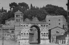 Arco di Giano e, sullo sfondo, la chiesa di San Giorgio al Velabro Anno: 1940