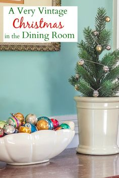 A Very Vintage Christmas in the Dining Room - A dining room is decorated for Christmas with vintage. #christmasdecor #christmasdecorations #christmasdiningroom #mccoy #vintagechristmasdecorations #vintagechristmasdecor #virginiasweetpea