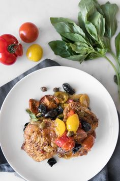 This one skillet chicken puttanesca highlights the trifecta of olives, capers and tomatoes with the crispiest, cracking chicken skin ever. Clean Recipes, Whole Food Recipes, Easy Recipes, Weeknight Recipes, Budget Recipes, Skillet Recipes, Whole30 Recipes, Skillet Meals, Delicious Recipes