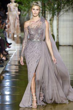 Zuhair Murad Fall 2017 Couture Fashion Show Collection # Fashion dresses Zuhair Murad Fall 2017 Couture Fashion Show Style Couture, Couture Mode, Haute Couture Fashion, Collection Couture, Fashion Show Collection, Vestidos Fashion, Fashion Dresses, Elegant Dresses, Pretty Dresses