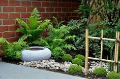 Inspiring small japanese garden design ideas 01 Perhaps it doesn't be as comfortable as what we always want basically since it is hard but it's one of […] Small Japanese Garden, Mini Zen Garden, Japanese Garden Design, Diy Garden, Shade Garden, Garden Projects, Garden Landscaping, Japanese Style, Japanese Gardens