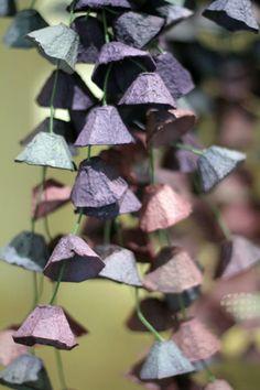 Décoration de Noël à faire soi-même avec un esprit récup, une guirlande réalisé avec des boites à oeuf peintes