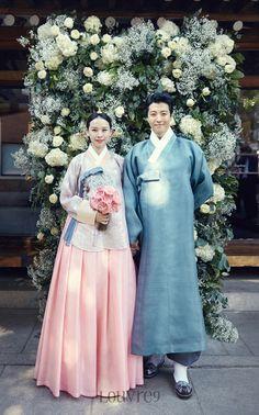 입고 싶은 우리 옷, 한복 燐 Korean Traditional Dress, Traditional Dresses, Korean Dress, Korean Outfits, Ball Dresses, Ball Gowns, Hanbok Wedding, Culture Clothing, Essense Of Australia