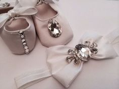 Beautiful baby crib shoes with bow headband, (SET) perfect for newborn baby girls, Christening, Baptism, Christmas, Birthday