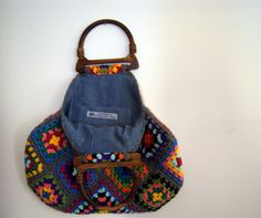 crochet granny square bag....i love the use of denim to line the bag.