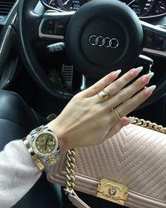 LUXUS LEBENSSTIL Entdecken Sie die extravagantesten a Luxury lifestyle Discover the most luxurious lifestyle- Luxury Lifestyle Fashion, Rich Lifestyle, Luxury Fashion, Women's Fashion, Fashion Jewelry, Luxe Life, Cute Cars, Luxury Cars, Dream Cars