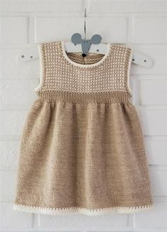 Cute crochet dress for girls Girls Knitted Dress, Knit Baby Dress, Knitted Baby Clothes, Crochet Girls, Baby Cardigan, Crochet Baby, Crochet Dresses, Knitting For Kids, Baby Knitting Patterns
