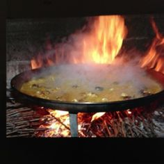 @tenza86ire @meriyoupinoso #photo gastronomía @CuinaPinos #Pinoso #Alicante arroz con conejo y caracoles, elaboración al fuego con sarmientos. Wow! Mostra de la Cuina del Pinós-del 19 al 24 febrero ;) Apuntada!!! #goodfood #Spain